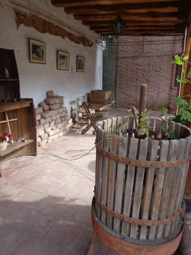 Antigua casa de la familia que construyó la capilla