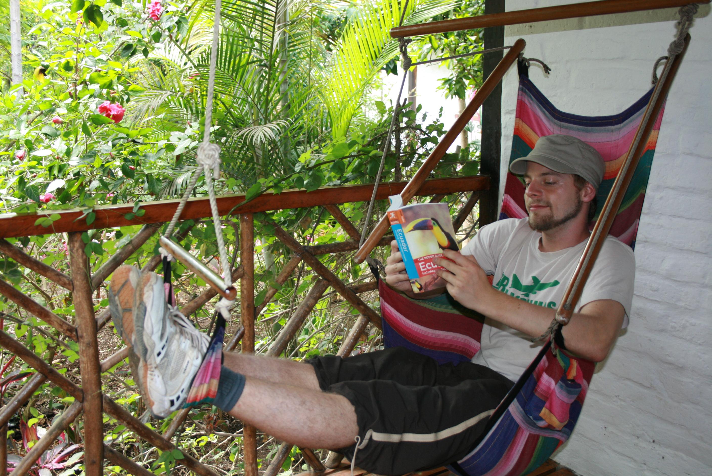 På terrassen til ett av småhusene vi bodde i på Hosteria Mandala