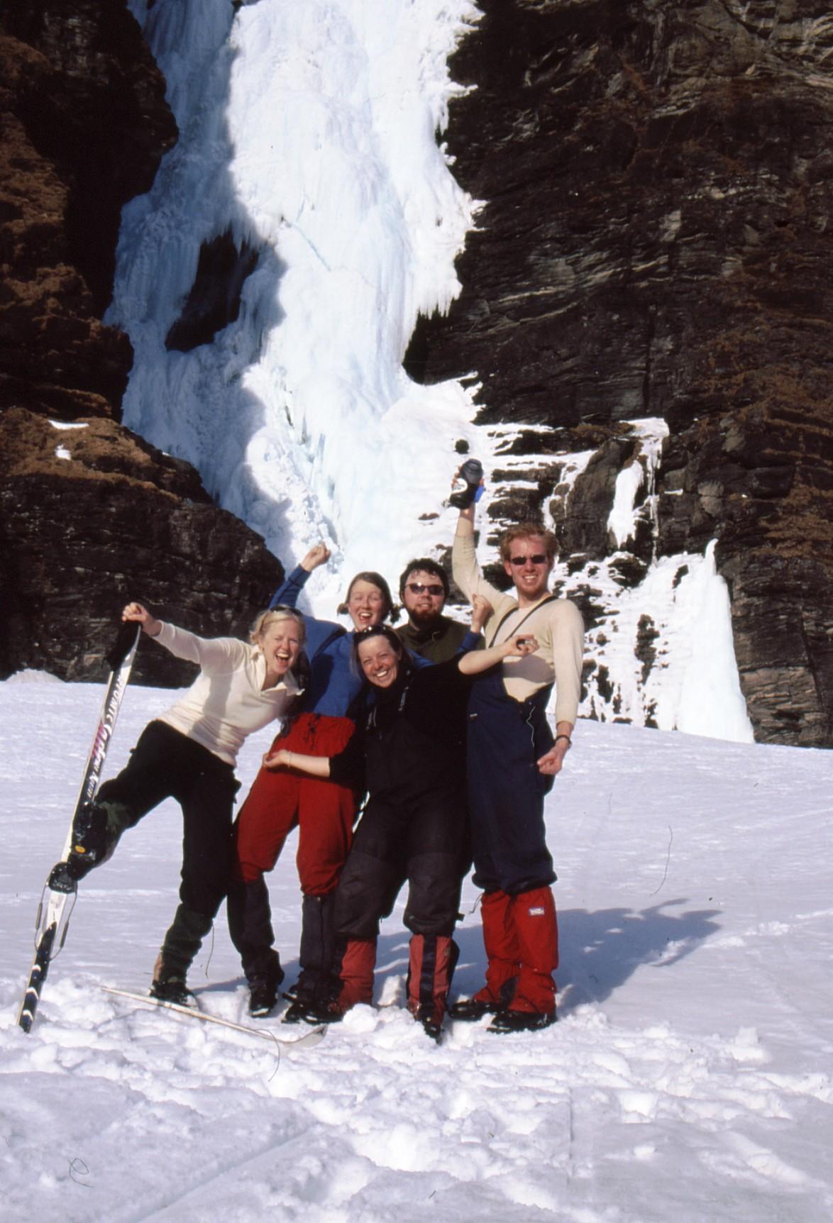 Foran Mollisfossen, Liv Inger, Solfrid, jeg, Sverre og Erlend