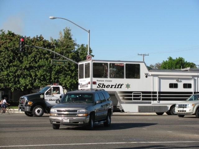 Le sheriff du comté de Ventura vient d'installer un poste de commandement à Moorpark. Un camion se dirigeait vers ce poste de commandement.