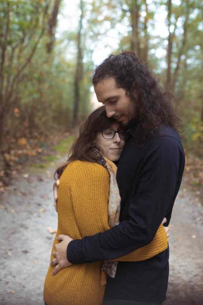 Séance couple en forêt