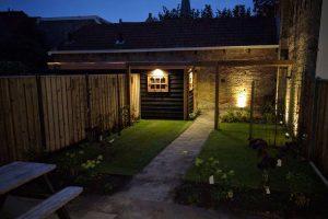 verlichting in de tuin niet alleen mooi maar ook functioneel