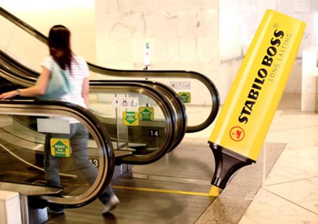 De gele streep op de roltrap komt van de stabilo boss
