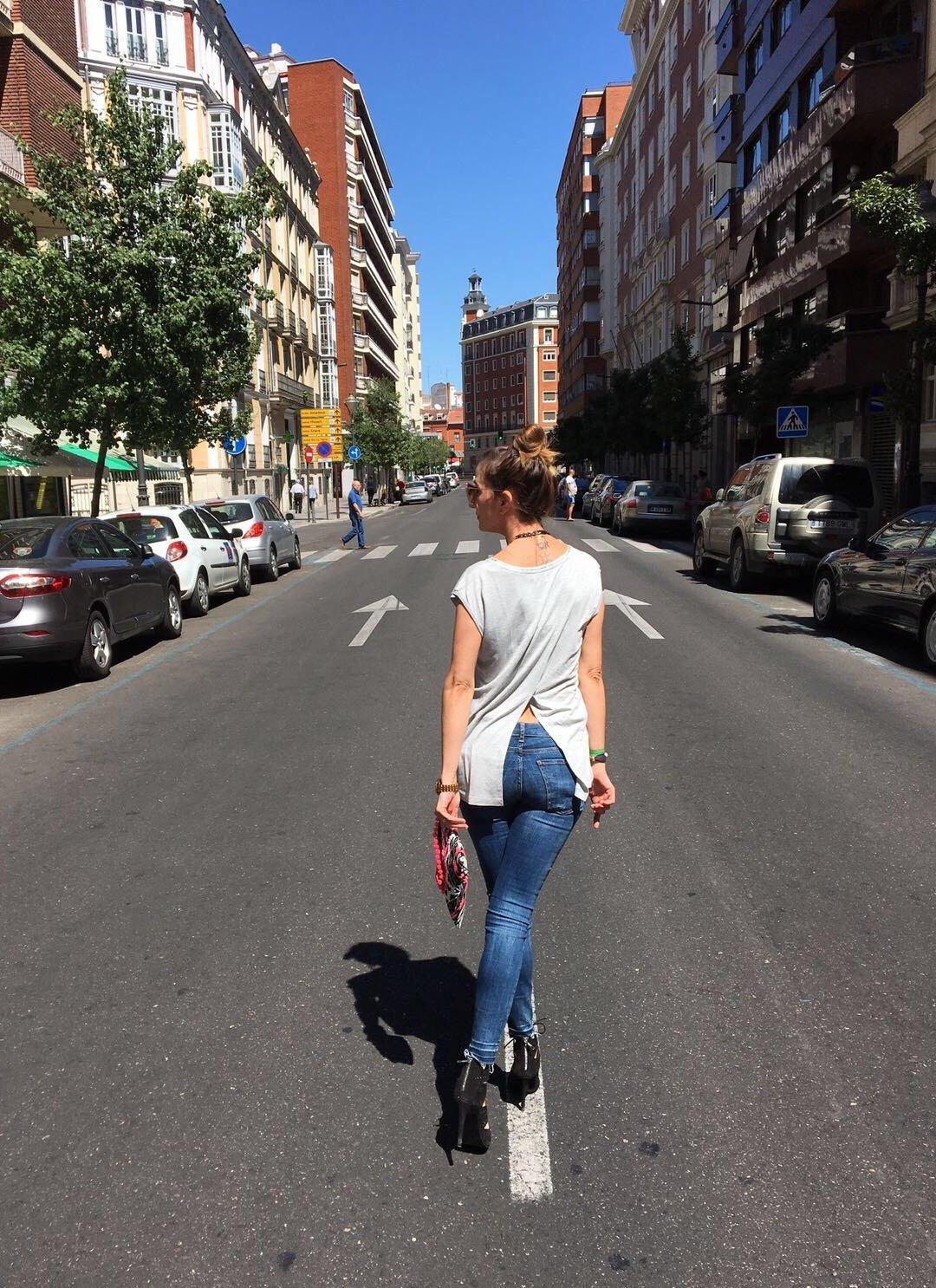 marikowskaya street style elena ripped jeans (1)