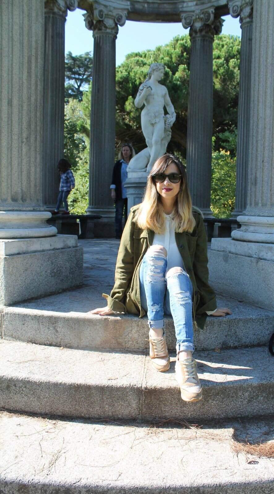 marikowskaya-street-style-daniela-ripped-jeans-5