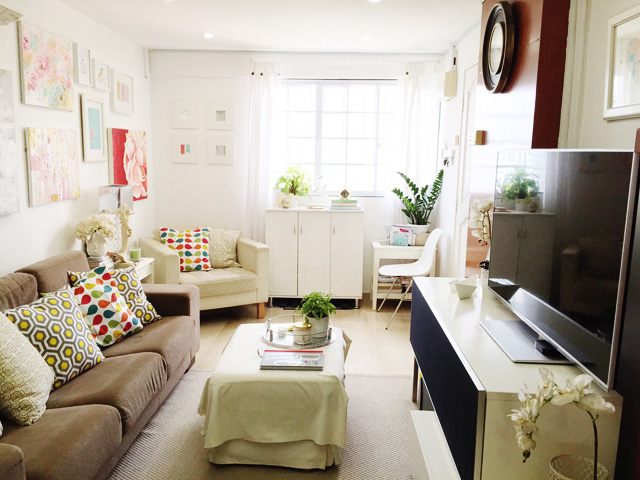 Pat's living room is tastefully styled. Proof that a compact space can be made beautiful!