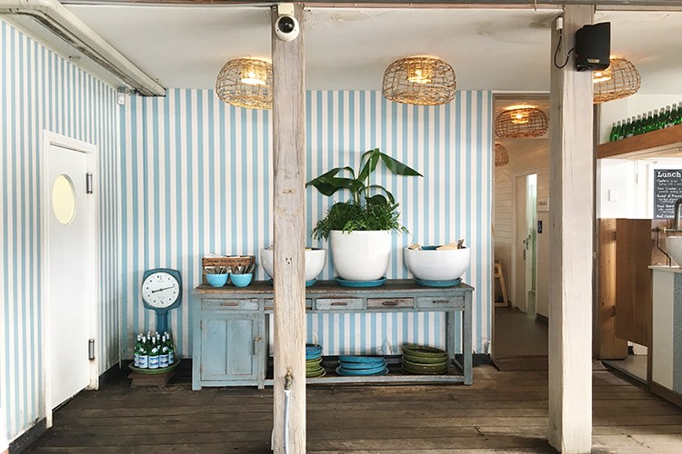 Beautiful Coastal Themed Restaurant That Will Inspire You To Re-decorate Your Home