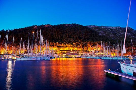 Martı Marina'da Gece
