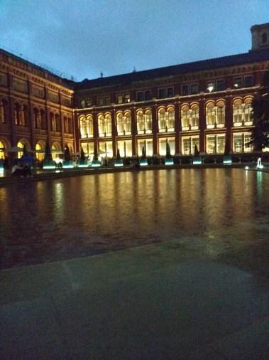 V&A museum at dusk