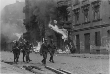 c7932-ghetto_uprising_warsaw2