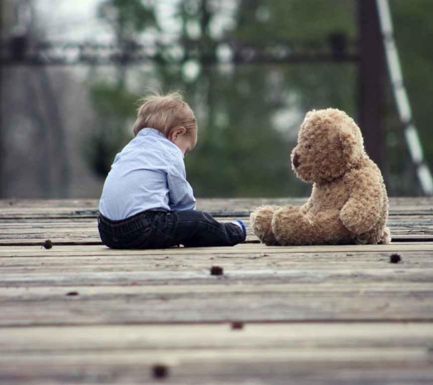 παιδί, παιδική φιλία, φίλοι, μοναξιά, δεν έχει φίλους, ψυχολογία, γονείς παιδί,