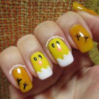 Unhas de pintinho amarelinho!!
