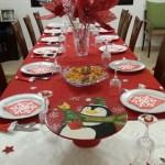 Γιορτινά στολισμένο τραπέζι