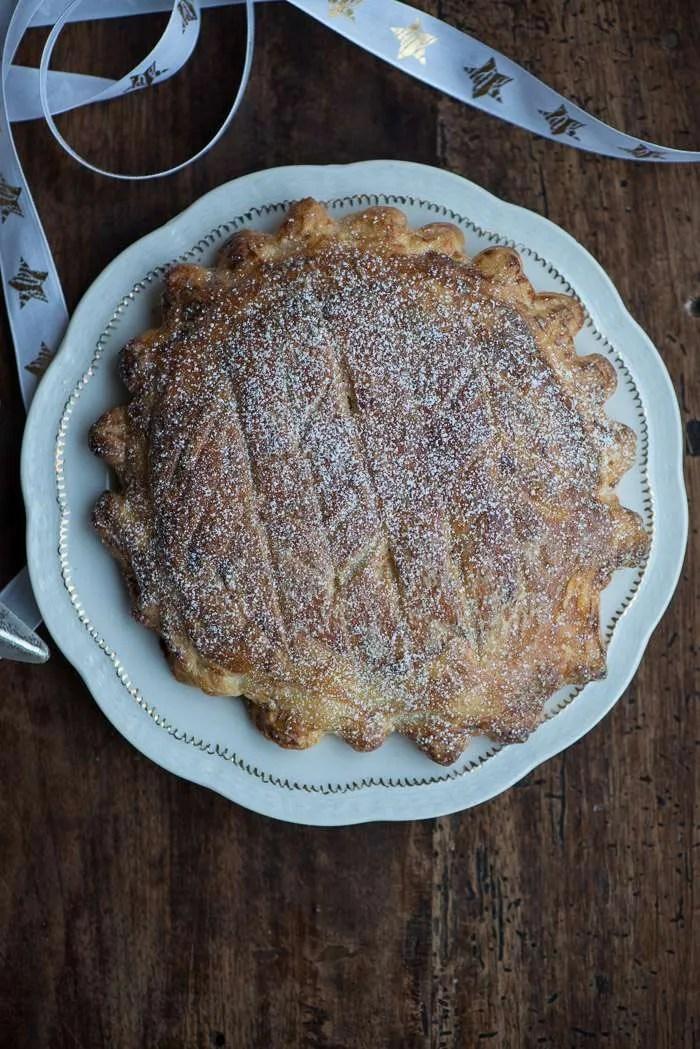 Fransk hellig tre kongers kage. Opskrift med mandelcream