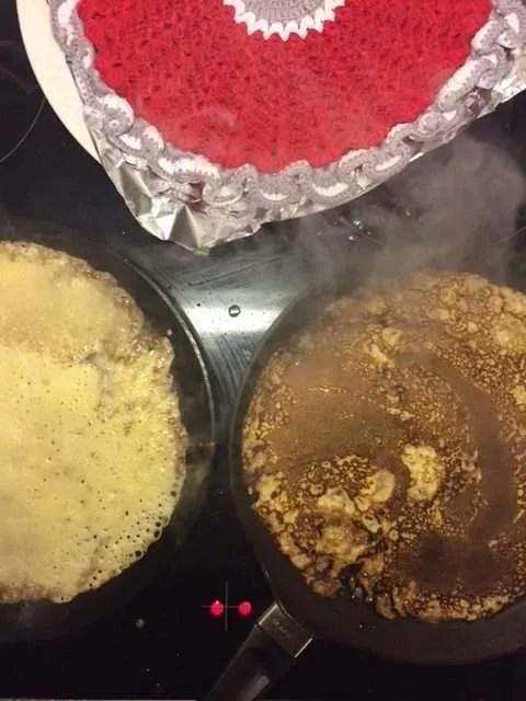 Der bages pandekager på pandekagerpander