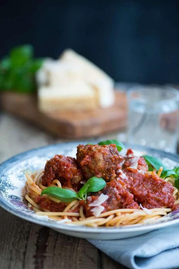 Lady og Vagabonden spaghetti med kødboller i tomatsovs. En nem opskrift fra Marinas Mad