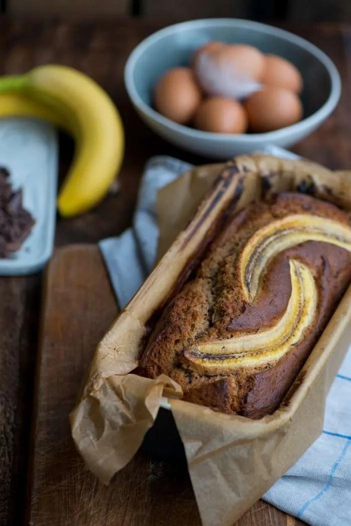 Opskrift på lækker banankage bagt med chokolade. En kage opskrift fra Marinas Mad