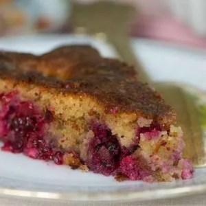 Opskrift på lækker kager med brombær