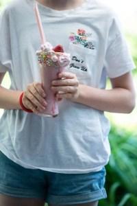 Opskrift på jordbær milkshake med pynt