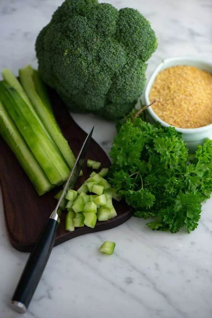 Ingredienser til broccoli tabouleh
