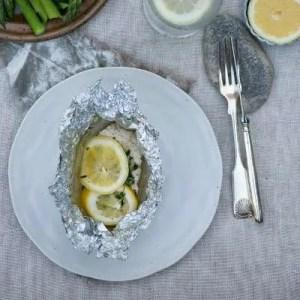 Opskrift på fisk med hyldeblomst