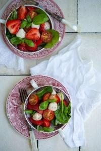 Opskrift på smuk sommersalat med jordbær