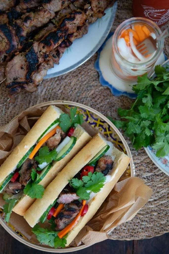 Opskrift på banh mi sandwich med citrongræs gris