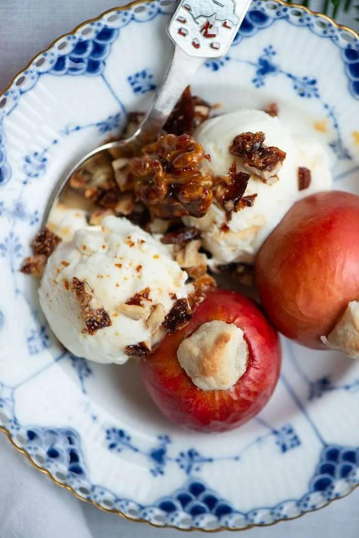 Opskrift på æbler bagt med marcipan