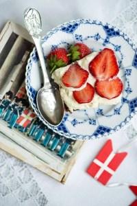 Opskrift på brownie med mascarponecreme og jordbær