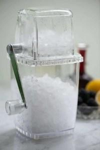 Lille maskine der laver knust is til drinks