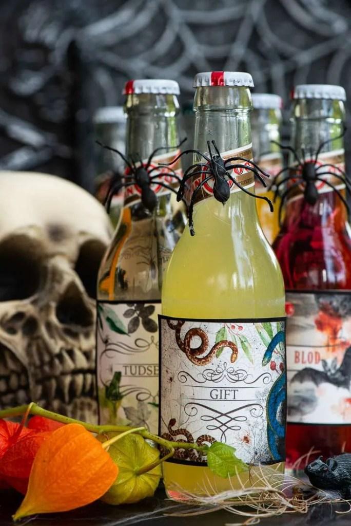 Sodavand med etiketter der kan printes gratis til Halloween