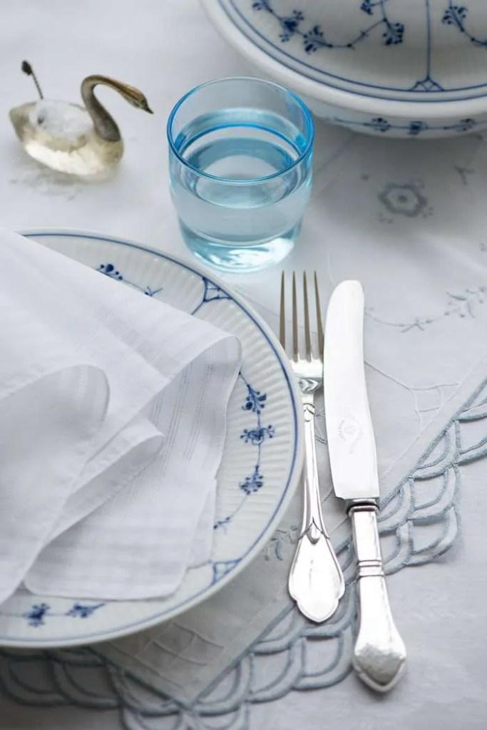 Bordet er dækket til aftensmad i januar