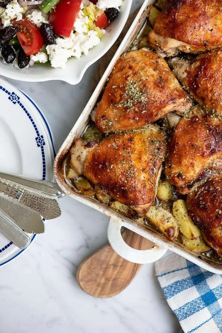 Her er kyllingen lige kommet ud af ovnen. Sæt bare fadet direkte på bordet