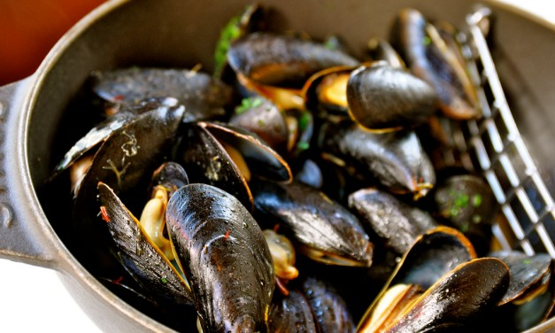 Steamed Mussels with Fennel, White Wine and Tarragon
