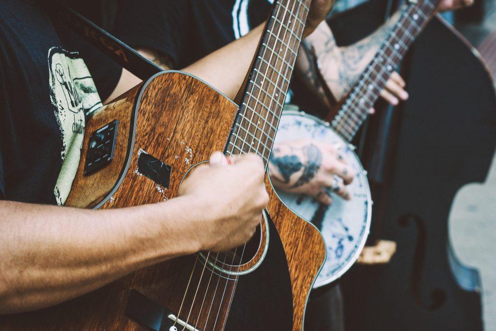 matheus-ferrero-8RVAHTAuC04-unsplash bluegrass jam