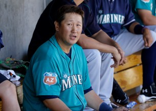 Seattle Mariners' Dae Ho Lee, from Korea, against the Arizona Diamondbacks during a spring training baseball game in Scottsdale, Ariz., Monday, March 14, 2016. (AP Photo/Jeff Chiu)