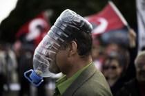 Maschera antigas autoprodotta, impiegata durante le proteste in Turchia, 2013.