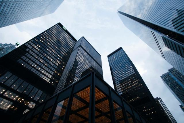 Pros and Cons of Working With Big Enterprises