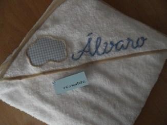 toalla con caperuzo personalizada