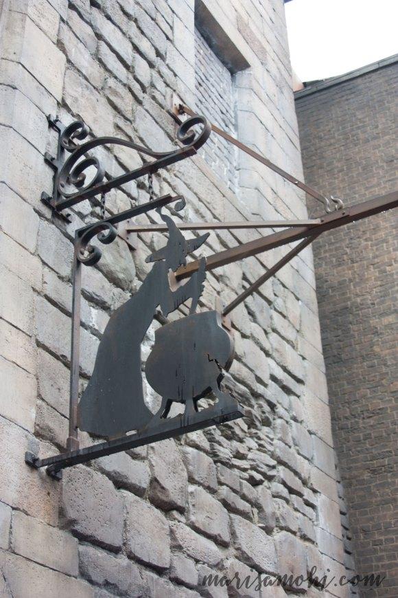 leaky-cauldron-sign