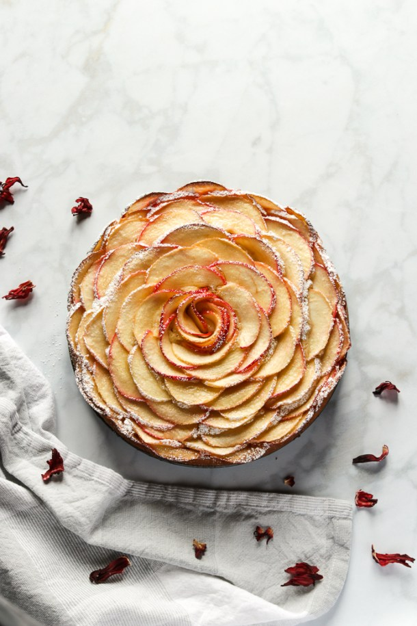An elegant apple cake