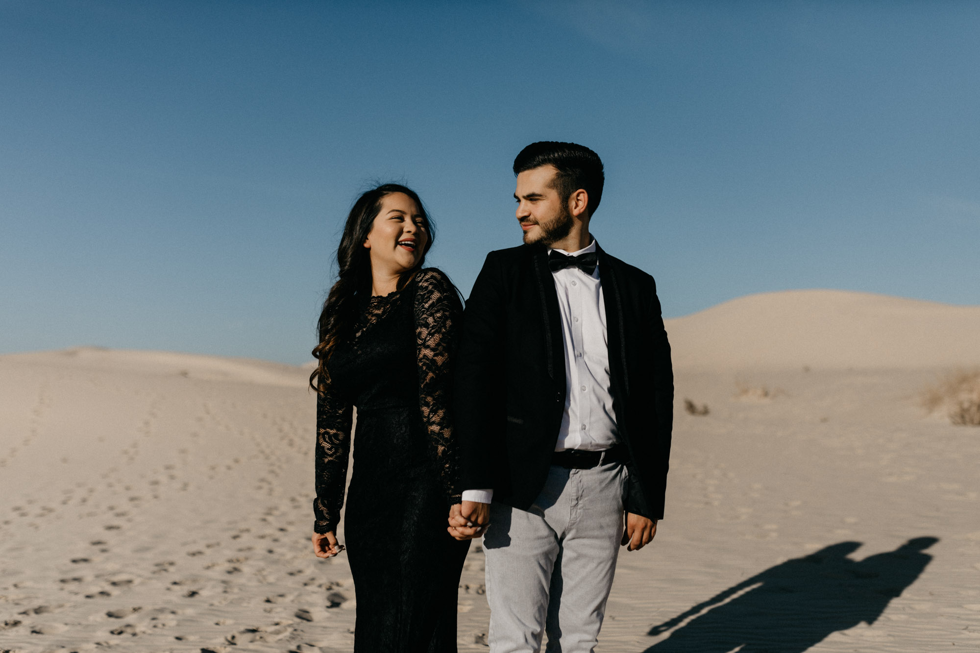 How to pose couples for a beautiful engagement session at an even more beautiful location