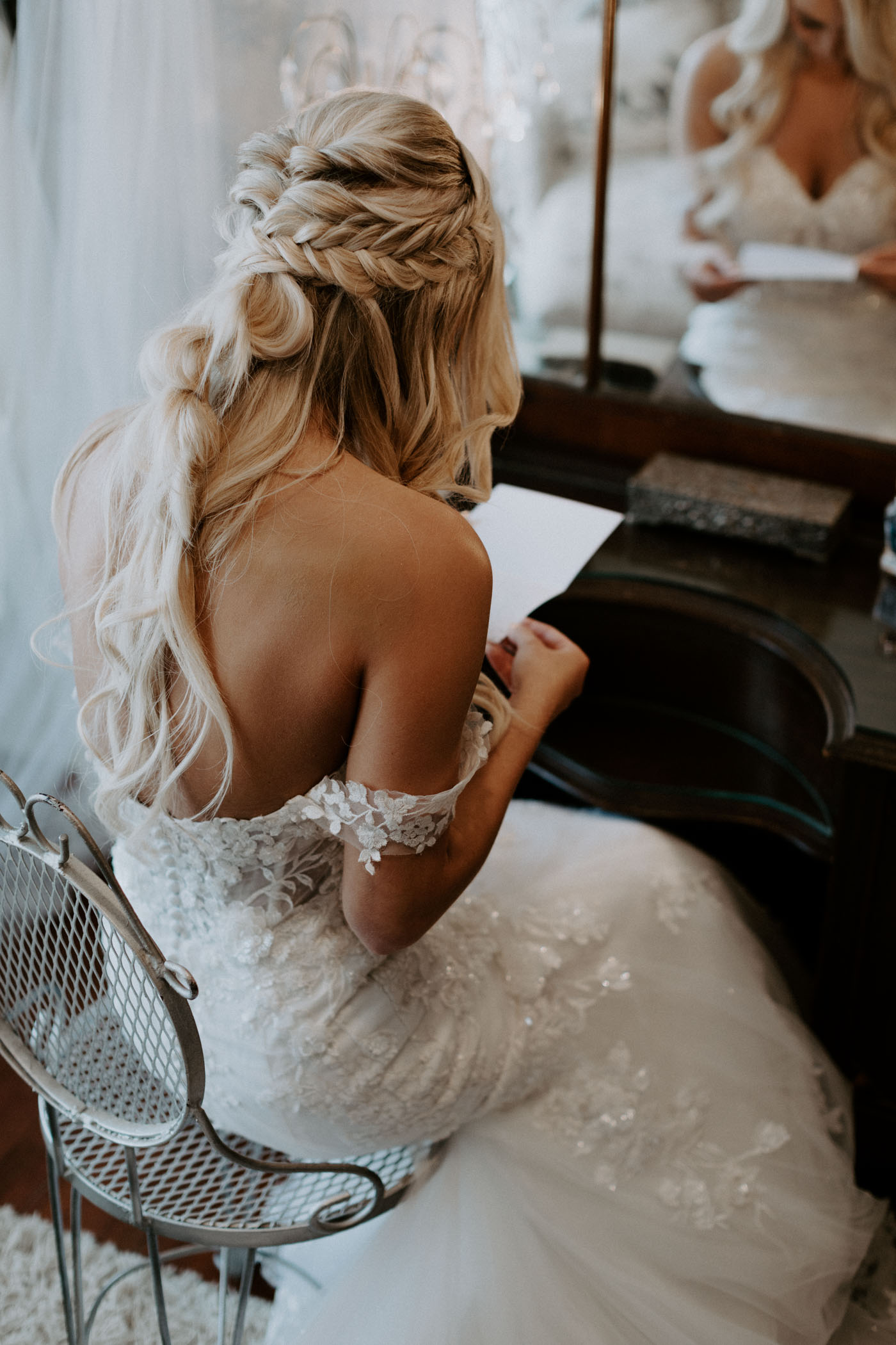 bride reading the letter her groom wrote her before wedding ceremony in DFW