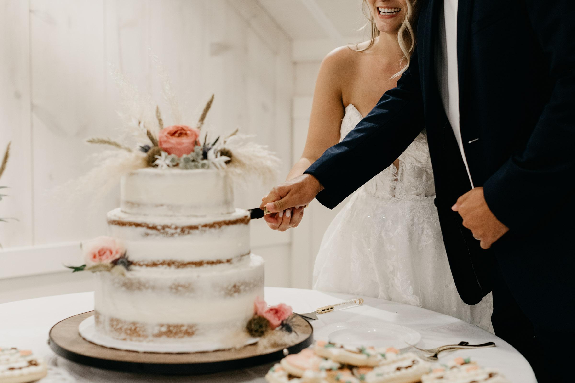 beautiful raw wedding cake DFW