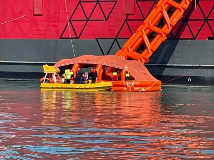 Se billederne: Redningsbåde i vandet i Hirtshals