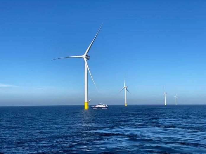 Øboere inviteres på tur til Danmarks største havvindmøllepark