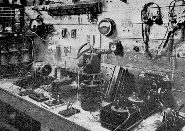 1911: The 0perating position at Wellington wireless station NZW, located in the General Post Office.