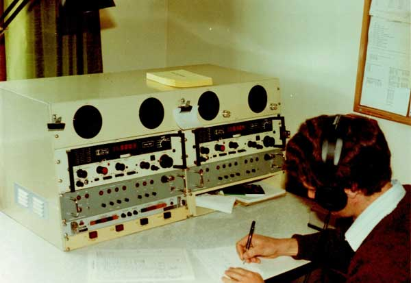 Another operating desk at ZLB, fitted with two Marconi receivers.