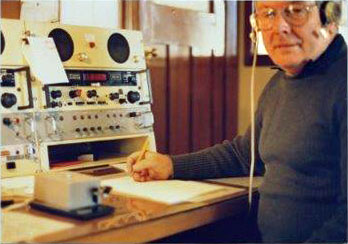 Maurie Hayman on 500kHz morse at Awarua Radio ZLB