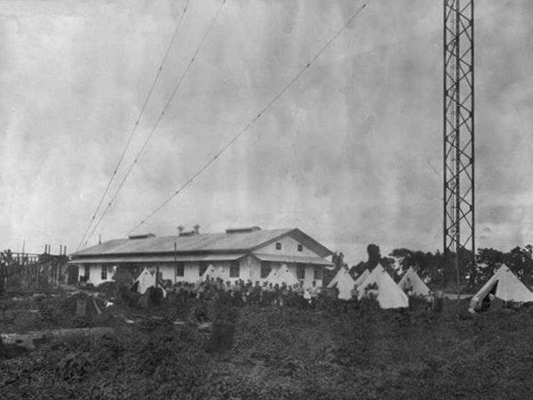 The Telefunken wireless station at Apia, Samoa. Date unknown, but presumably during World War 1 given the presence of tents.